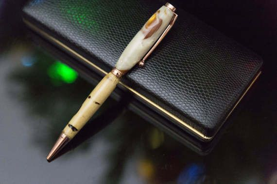 Fancy Slimline Pen in Pearl and Gold by PenmanshipAustralia