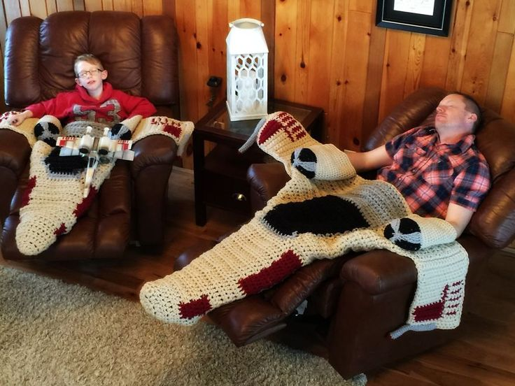 Crochet Star Wars X-wing starfighter blanket! After viewing LOTS of mermaid tails, I've finally found something my boys will enjoy