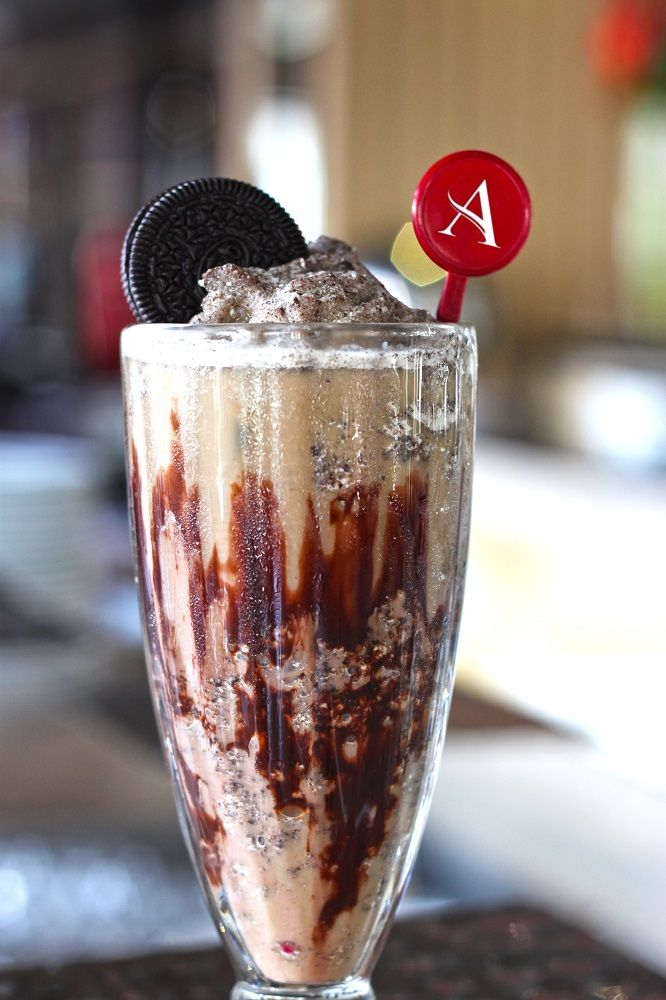 Crunchy Choco Coffee Super cooled iced coffee topped with chocolate cookie crackers to light up your day.