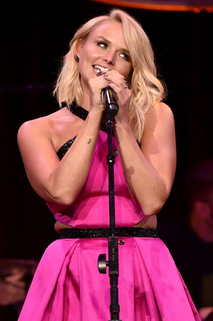 Miranda Lambert Majorly Cuddles Up to New Boyfriend  - Cosmopolitan.com