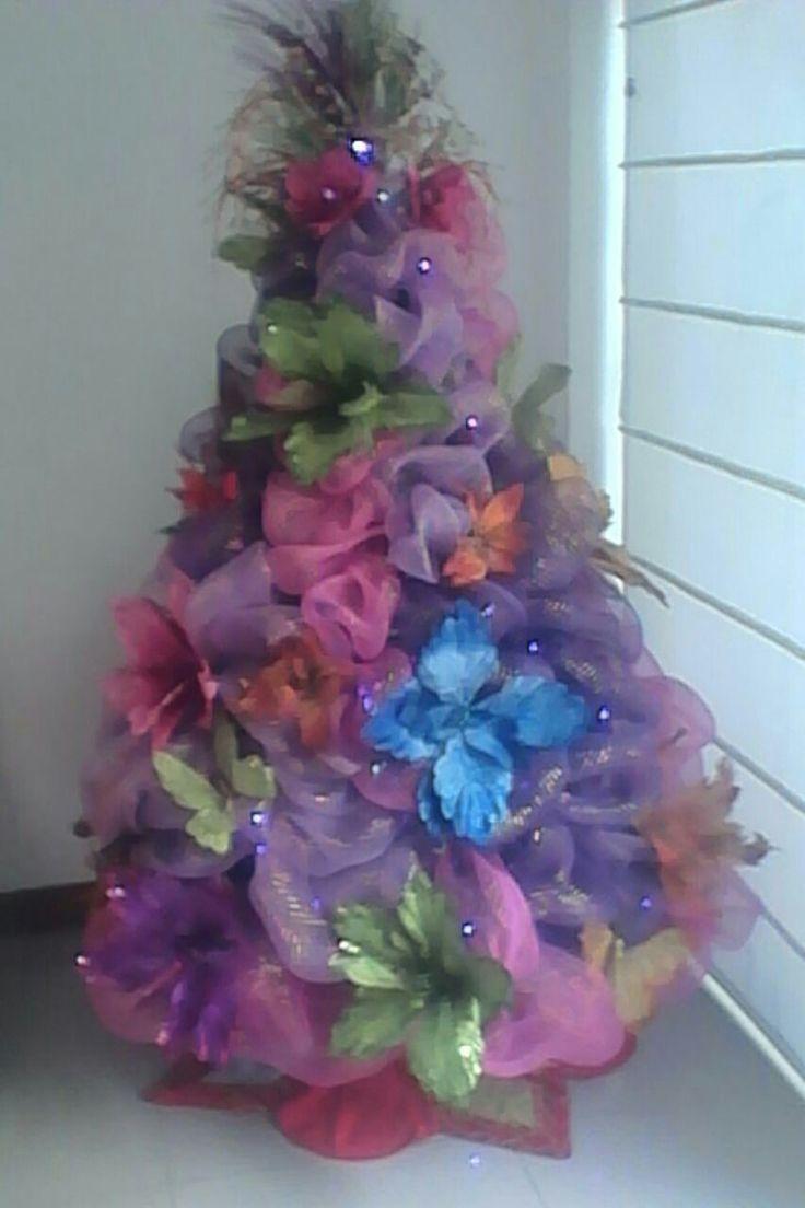 Árbol Navideño decorado con mallas y flores.Labores ZAJARIN.2016/2017