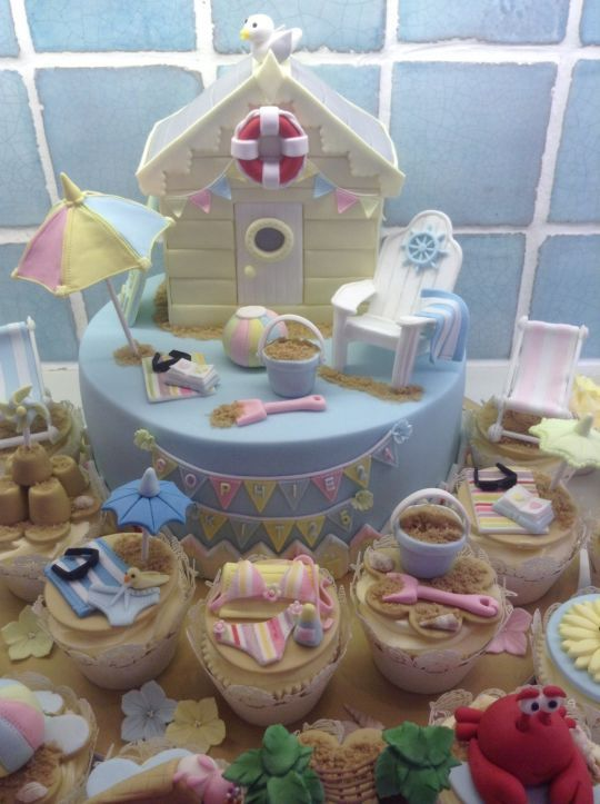 Beach hut cake and cupcakes