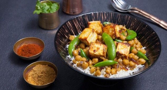 Looking for a yummy curry in a hurry? Spice up your night with this mouth-watering Sautéed Curry Paneer from Fuss Free Cooking.   #indian #vegetarian #recipe