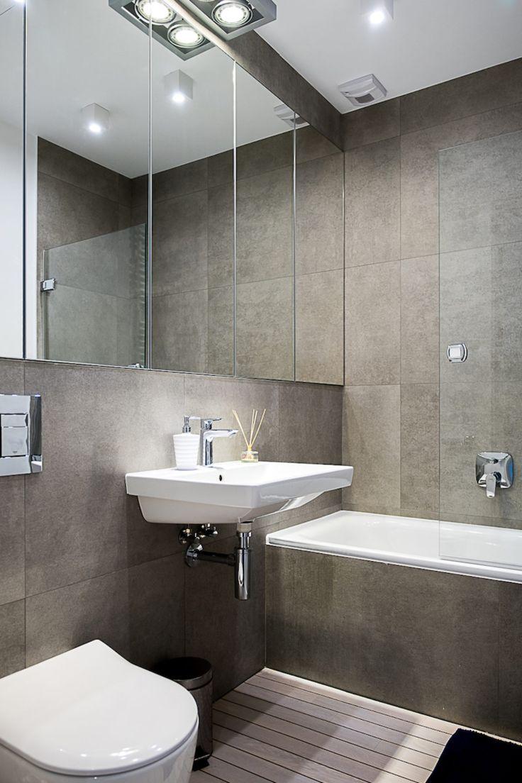 Łazienka | tryc.pl #tryc #bathroom #grey #minimalizm #wood #floor #interiors #interiordesign #mirror #warszawa #projektowanie #aranżacja #wnętrza
