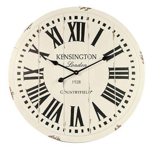 Een landelijke uitziende houten klok met de Tekst Kensington op de wijzerplaat.De tekst en de cijfers zijn zwart van kleur.