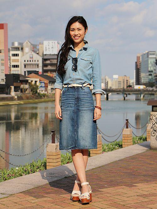 【福岡三越店スタッフ注目コーデ】 デニムオンデニムでカジュアルな海外セレブ風に。シャツもスカートもタイトなシルエットに胸元の開け具合とスカートのスリットでフェミニンさを意識。 デニムシャツ (Color:ライトブルー/¥6,900/ID:141315/着用サイズ:XXXS) デニムスカート (Color:インディゴ/¥5,900/ID:227339/着用サイズ:0) ベルト (Color:ホワイト/¥3,900/ID:988902/着用サイズ:XXS) その他:参考商品 スタッフ身長:162cm ■オンラインストアはこちら http://www.gap.co.jp/browse/subDivision.do?cid=5643 ■福岡三越店 http://loco.yahoo.co.jp/place/g-aJEmicBo6iU/