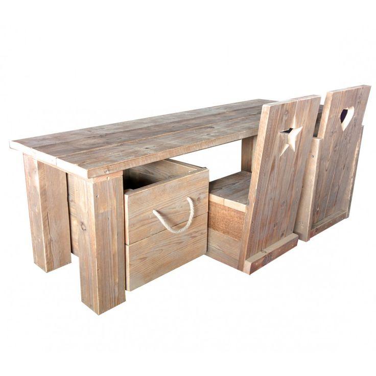Steigerhouten speelset voor de kinderkamer bestaande uit tafel, speelgoedkist op wieltjes en 2 stoelen met of zonder leuning. Ook in old-look whitewash! Gemaakt door Mura Mura.