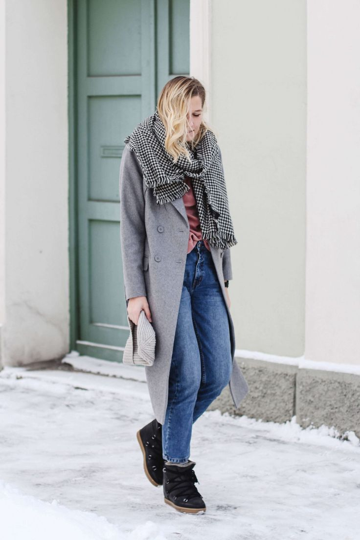 tifmys – Coat: Minimum | Sweater and hat: H&M | Jeans: Envii | Houndstooth scarf: Zara | Boots: Isabel Marant Nowles | Watch: Daniel Wellington
