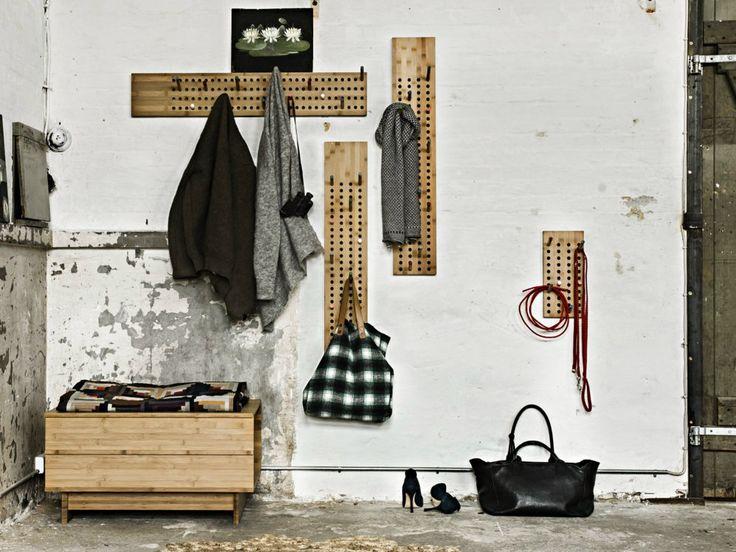 Appendiabiti a parete in bambù SCOREBOARD SMALL by We Do Wood design Sebastian Jørgensen