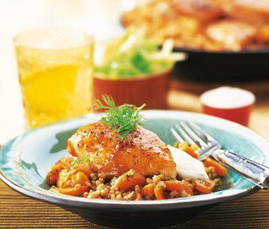 Recept: Chutneystekta kycklingbröst med kryddigt matvete
