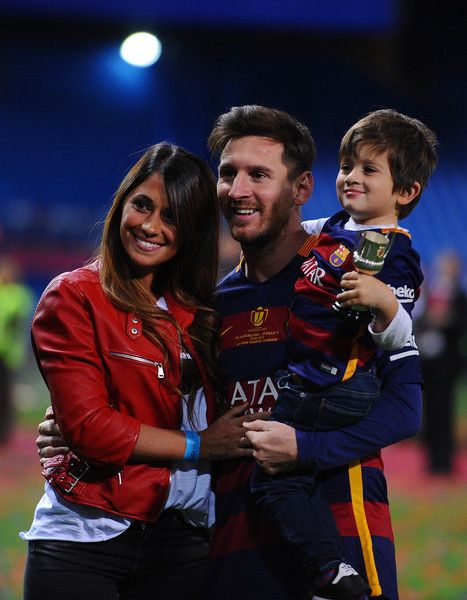 Lionel Messi of Barcelona celebrates with his wife Antonella Roccuzzo and children after winning the Copa del Rey Final between…