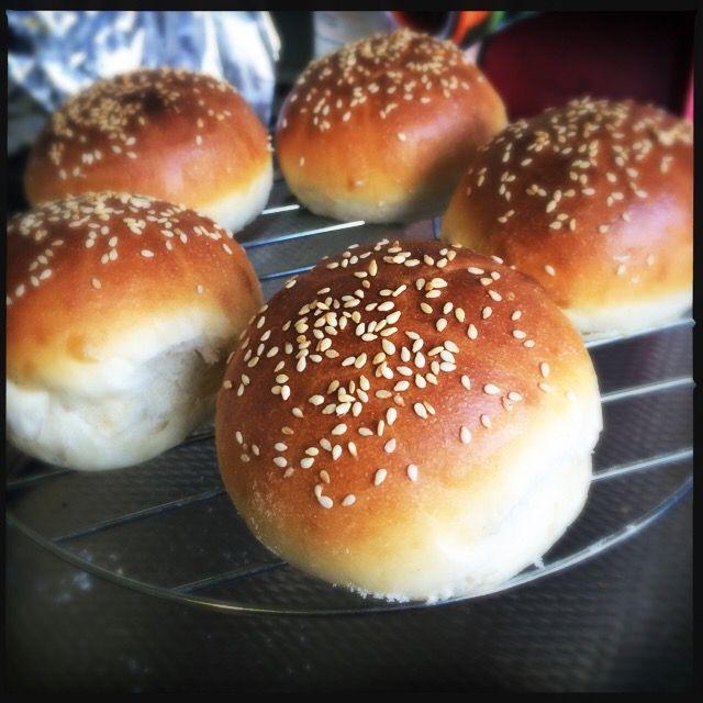 Verbetering. Er is altijd ruimte voor. Bij mij althans. Zo kan ik weken bezig zijn met brood. Witbrood. Bruin brood. Klein brood of gevuld brood. En teg
