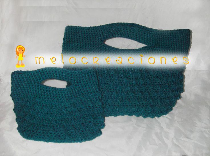 Bolsos de ganchillo hechos a mano con lana.