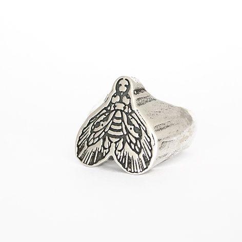 Anello in collaborazione con Vale Lovette  Questo gioiello è stato realizzato a mano tramite la tecnica della microfusione su disegno di Simone El Rana