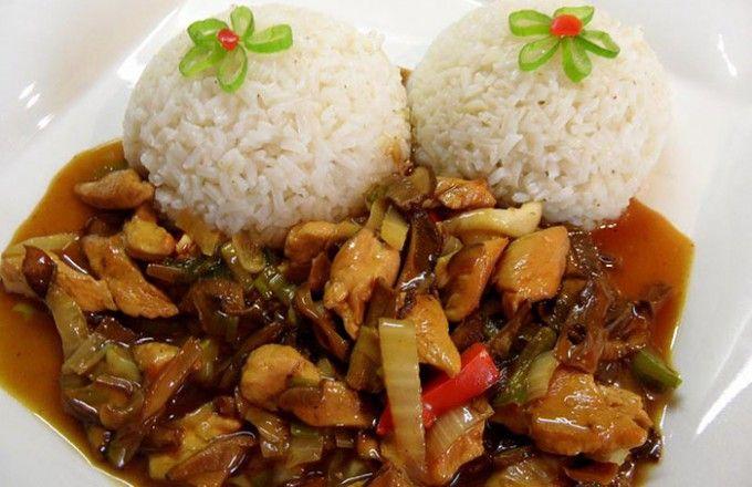 Kuřecí masíčko na čínský způsob podávané s rýží