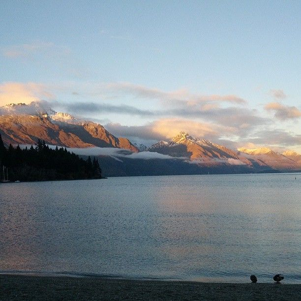 Morning sun starting to rise over Lake Wakatipu #Queenstown #NewZealand #Aotearoa #NZ