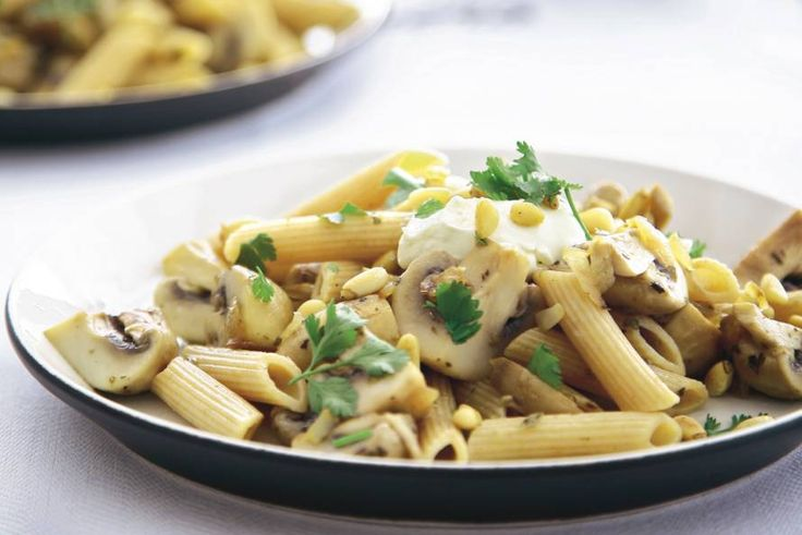 Kijk wat een lekker recept ik heb gevonden op Allerhande! Romige champignon-pastaschotel