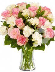 růžové růže a frezie - květiny online