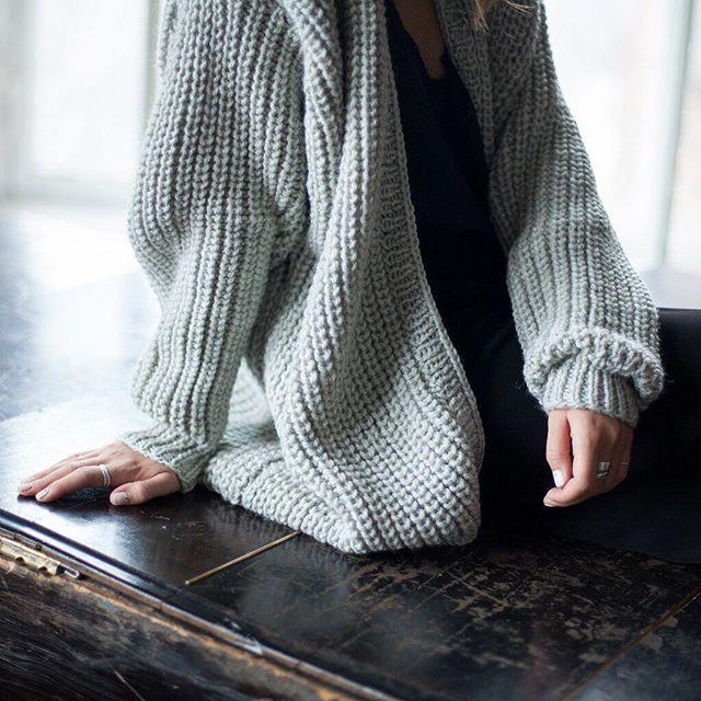 WEBSTA @ flavourknit - Такой мягкий и тёплый кардиган, идеален на такую прохладную весну ❤️#knitted #oversizecardigan #handmadecardigan #fk_longcardigan