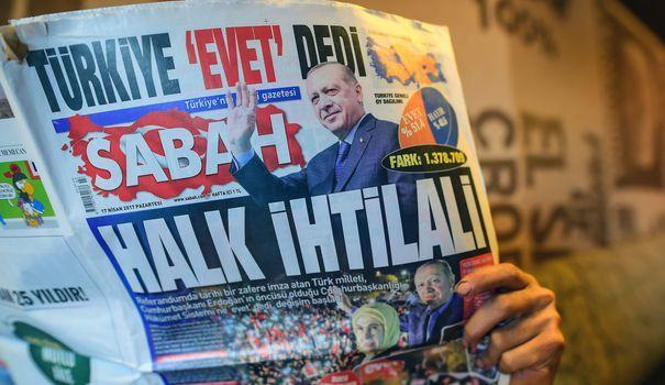 Depuis le putsch de 2016, pour museler la presse, les autorités turques usent d'accusations kafkaïennes. Illustration avec le procès de collaborateurs du Cumhuriyet.