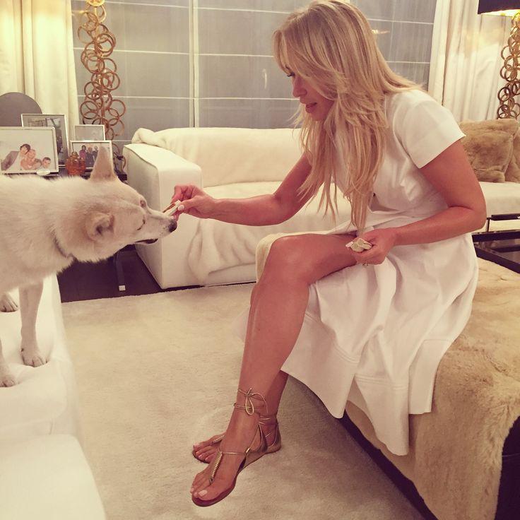 Joanna getting cosy in La Mania's white FABIO dress and AQUAZZURA Califoria sandals #LaMania #LaManiaByJoanna #Aquazzura