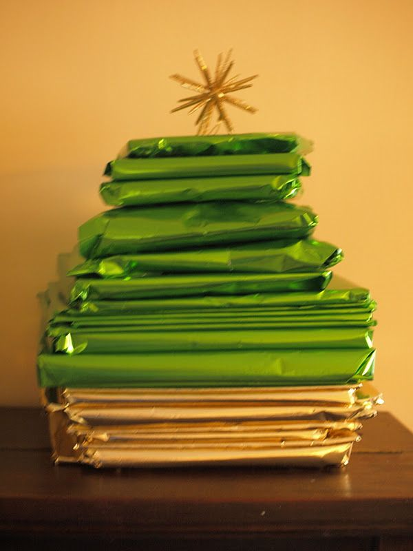 25 Christmas Books For Advent -- would love to do this! Read one every night until Christmas!