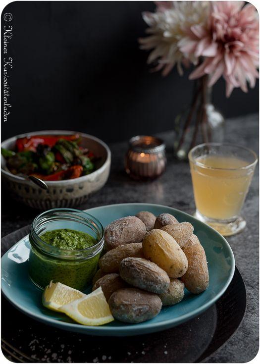 Papas Arrugadas con Mojo verde - Kanarische Runzelkartoffeln mit grüner Sauce