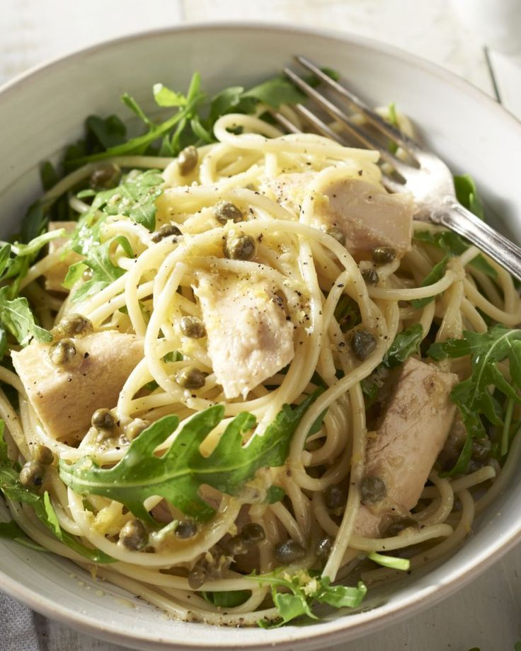 Een snelle pasta bomvol smaak, soms hoeft het niet meer te zijn. Deze smaakvolle spaghetti zet je in minder dan 20 minuten op tafel.
