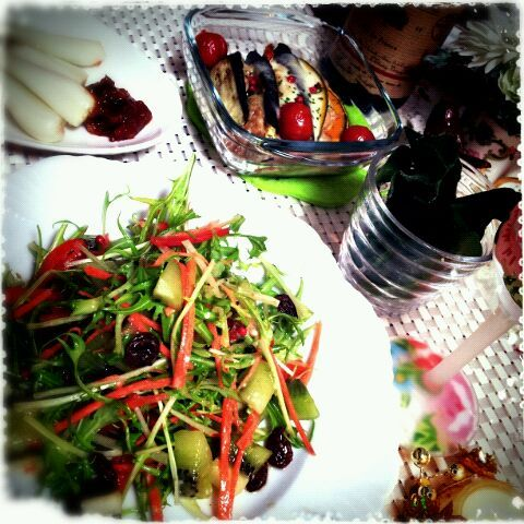 saganecchiさんの茄子とツナ•かぼちゃのモッツァレラ焼きを作らせて貰いました♪ワインに凄くあう~❣╰(*´︶`*)╯モッツァレラのクリーミーさがくせになりそうです♥ クミンシードとカレー粉を少しプラスさせて貰いました。色んな香辛料で試してみたいです!素敵なレシピを(*´╰╯`๓){Thanks yaa♡*。 - 178件のもぐもぐ - saganecchiさんの茄子とツナ•かぼちゃのモッツァレラ焼き♬*。*水菜とキュウイのレーズンソース*アイスプラント*エシャロットともろみ味噌 by echo1188