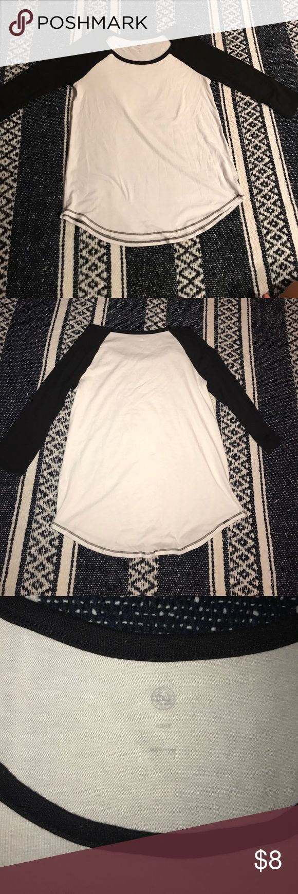 Baseball Tee This plain baseball tee is just black and white and goes well with just about anything! It is a size small, and is in great condition. Try-ons ad additional photos available upon request! SO Tops Tees - Long Sleeve