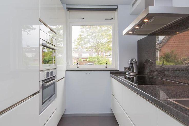 31 best rechte keukens images on pinterest apartments for Parallel kitchen ideas