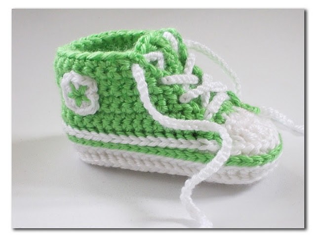 Crocheted Converse booties...if only I knew how to read crochet patterns (There's a link to the free pattern in the post.)