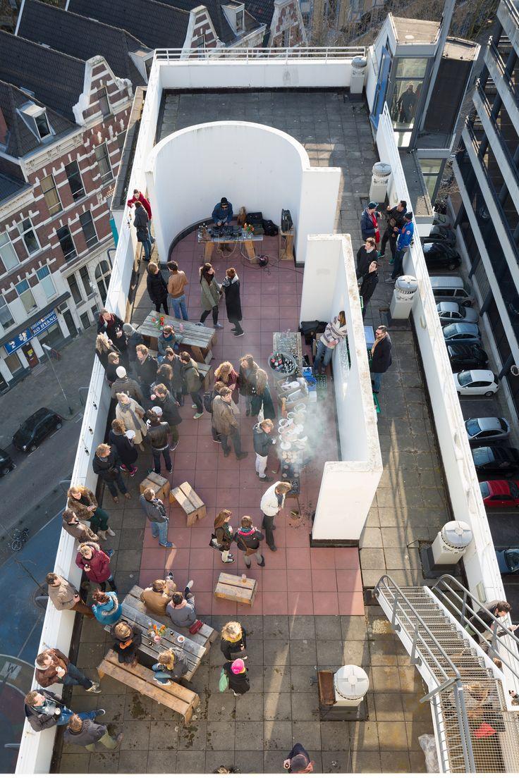 Bier, burgers en beats tijdens Poems From a Rooftop 2013