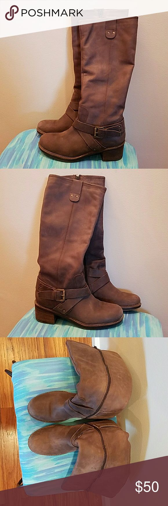 Sommerkind Leather Boots EU 40 US 9-9 1/2 These are gorgeous leather boots in great shape! 17 1/2 inches from top to bottom of the heel and 14 inch diameter at the calf. They are EU 40, I would say U.S 9 to 9 1/2. I wear a 10 and they are a bit tight. Sommerkind Shoes Heeled Boots