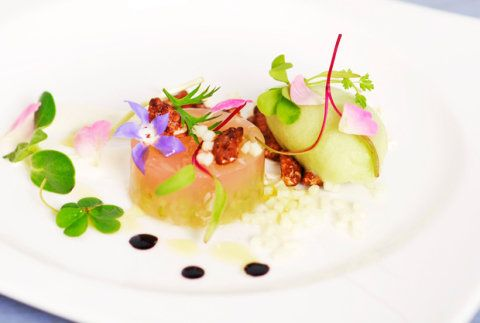 Prato recriado pela chef Helena Rizzo leva ingredientes tipicamente brasileiros.