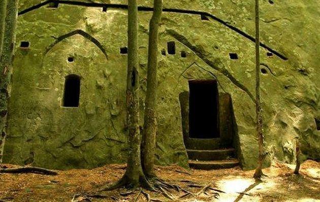 Misterioasele peșteri locuite din Țara Luanei, descoperite după 4.000 de ani