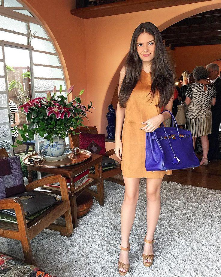 BEATRIZ BARHOUCH on Instagram: outfit vestido se suede e bolsa Hermes birkin roxa