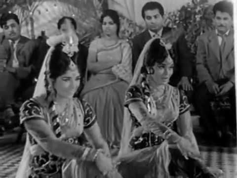 """Sajna Kidhar Sari Ratiya Gawayi"", a famous mujra song from 1966 released Bollywood movie ""Aasra"" starred Biswajeet, Mala Sinha & Balraj Sahni - Video + Lyrics"