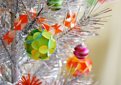 Make a geometric origami garland | How About Orange