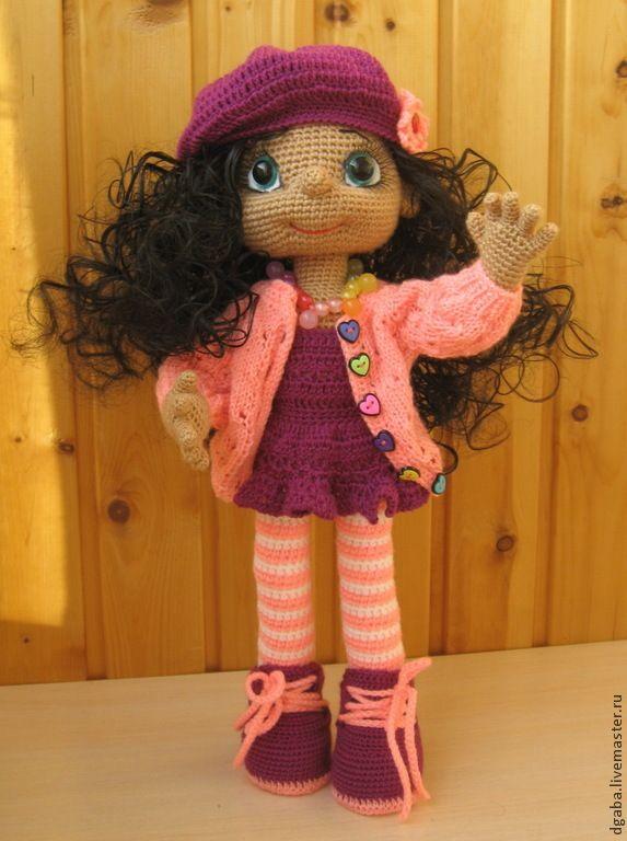 Купить или заказать Кукла Аннушка в интернет-магазине на Ярмарке Мастеров. Аннушка- первая кукла в наступившем году, яркая брюнетка неотразима в розово- сиреневом контрастном наряде. Я впервые связала паричок для куклы из тресс. Эффект потрясающий. Всё же причёска для женщины-главное, макияж и одежда только дополняют образ. Кукла довольно высокая, и на мой взгляд чисто интерьерная. Только стоит.