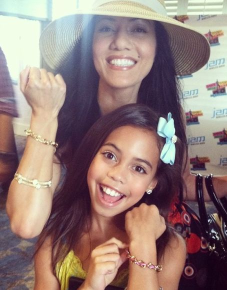 Asia Monet Ray and mom from Dance Moms showing off their Threads of Friendship bracelets at Teen Choice Awards 2014