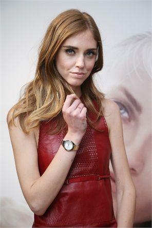 Quello della fashion blogger è un bronze con luci rosse e schiariture biondo chiaro sulle punte.