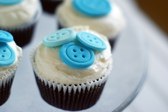 Cute as a Button Cupcake found on Cutest Food (Great & easy idea for a baby shower!)