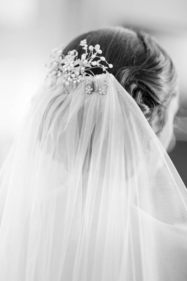 Fancy comb with long veil