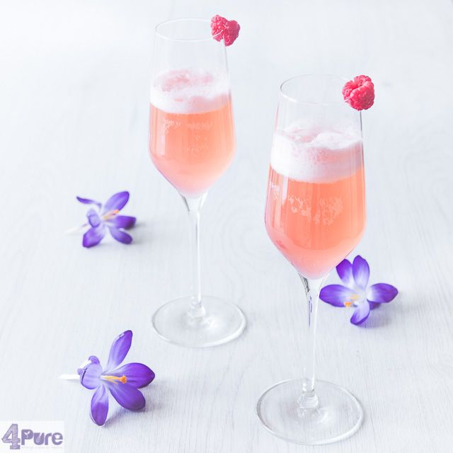 Spring cocktail with raspberries  - English recipe - This delicious cocktail fits the begin of spring. With raspberries, gin and prosecco
