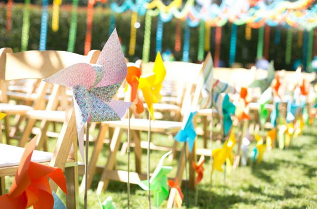 Pinwheel aisle decoration - Backyard colorful paper chain wedding: Leslie + Nolan, Photography by Josselyn Peterson