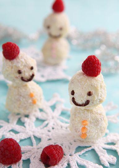 スノーマン のレシピ・作り方 │ABCクッキングスタジオのレシピ | 料理 ... 雪だるま(スノーマン)をかたどったチョコレート菓子。 クリームチーズとホワイトチョコ、ココナッツパウダーが雪を表現!かわいらしい1品です♪