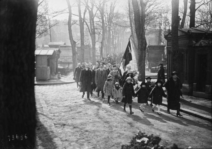 09/04/1922, cimetière Montmartre, cérémonie à la tombe de Slovacky (i.e. Juliusz Słowacki) | Photographie de presse : Agence Rol
