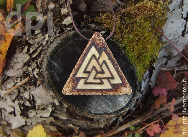 Купить Деревянные кулоны со скандинавскими символами - валькнут, кулон из дерева, деревянный кулон