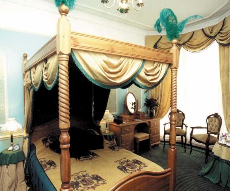 loveisspeed .......: O Royal Pavilion é uma antiga residência real localizado em Brighton, Inglaterra ... Um palácio de conto de fadas ... O príncipe de Gales, que mais tarde tornou-se rei George IV, visitou pela primeira vez Brighton, em 1783, em 21 anos de idade. A cidade litorânea tornou-se moda através da residência do tio George, o Infante D. Henrique, duque de Cumberland, cujos gostos para jogos, culinária, teatro e rápido vivendo o jovem príncipe compartilhada, e com quem ele…